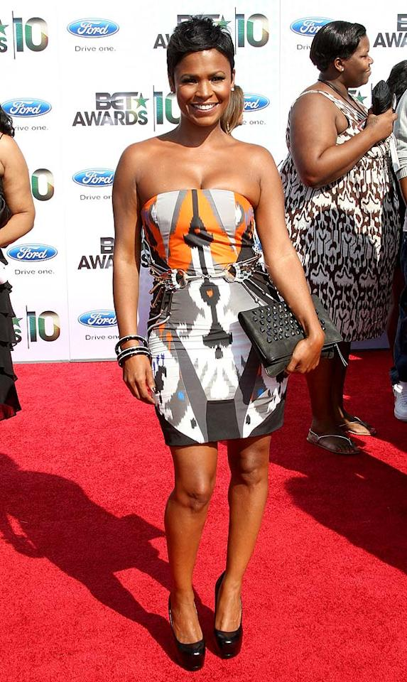 "Nia Long stood out in a colorful Gucci Spring 2010 print mini, which she accessorized with a black clutch and heels. Frederick M. Brown/<a href=""http://www.gettyimages.com/"" target=""new"">GettyImages.com</a> - June 27, 2010"