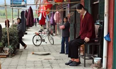 World's Tallest Woman Dies in China Aged 40