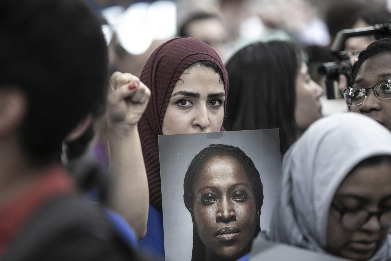 <p>A protester at a rally in New York City on June 20, 2018, holds a photo of a woman who was denied asylum because of President Trump'€™s immigration policy. (Photo: Gordon Donovan/Yahoo News) </p>