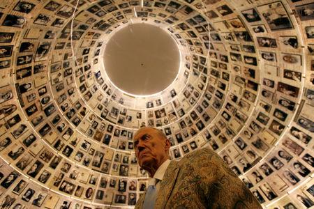 FILE PHOTO - Russian poet Yevgeny Yevtushenko visits the Hall of Names at the Yad Vashem Holocaust Memorial in Jerusalem November 15, 2007.       REUTERS/Gil Cohen Magen/File Photo