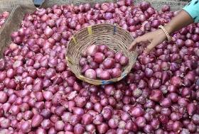 1kg onions free on purchase of cloth worth Rs 1,000 in Thane