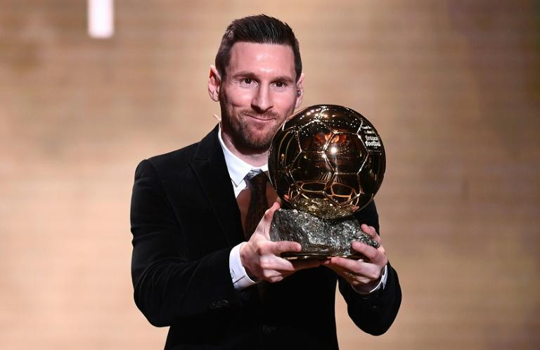 Lionel Messi happily collected his sixth Ballon d'Or in Paris on Monday (AFP Photo/FRANCK FIFE)