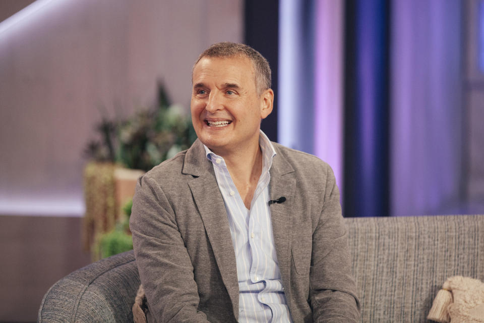 THE KELLY CLARKSON SHOW -- Episode 4056 -- Pictured: Phil Rosenthal -- (Photo by: Weiss Eubanks/NBCUniversal/NBCU Pho to Bank via Getty Images)