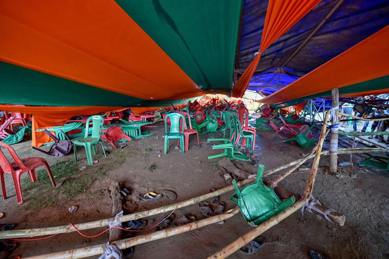 Tent collapses at PM Modi's rally in Midnapore