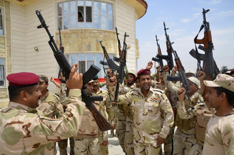 Iraqi soldiers chant slogans during an intensive security deployment in Samarra, north of Baghdad