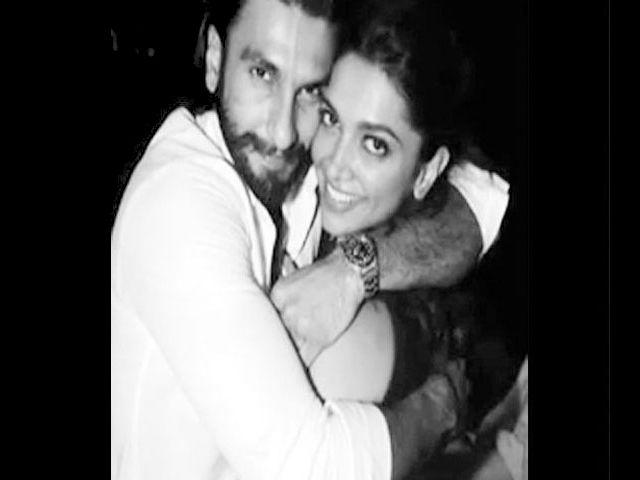 On a promotional trip to Dubai, Deepika was caught having a great time with Ranveer. They were in a Dubai nightclub and were seen enjoying romantic dancing.