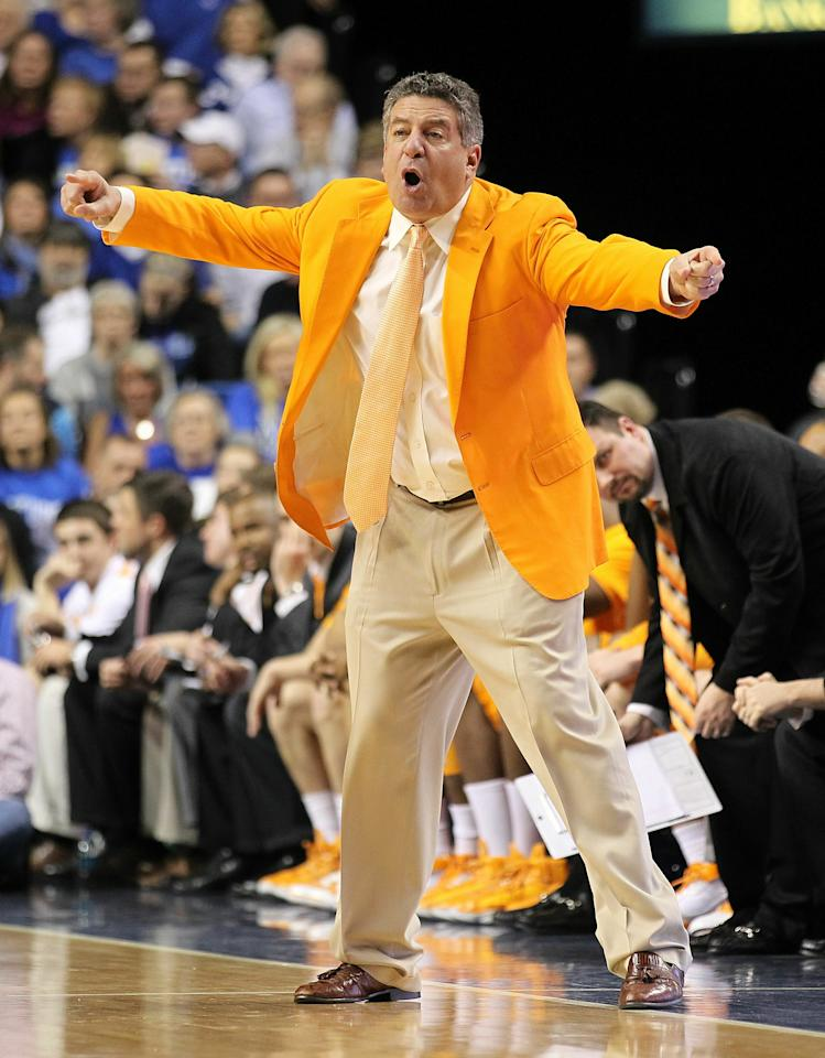 LEXINGTON, KY - FEBRUARY 08:  Bruce Pearl the Head Coach of the Tennessee Volunteers gives instructions to his team during the SEC game against the Kentucky Wildcats at Rupp Arena on February 8, 2011 in Lexington, Kentucky.  Kentucky won 73-61.  (Photo by Andy Lyons/Getty Images)
