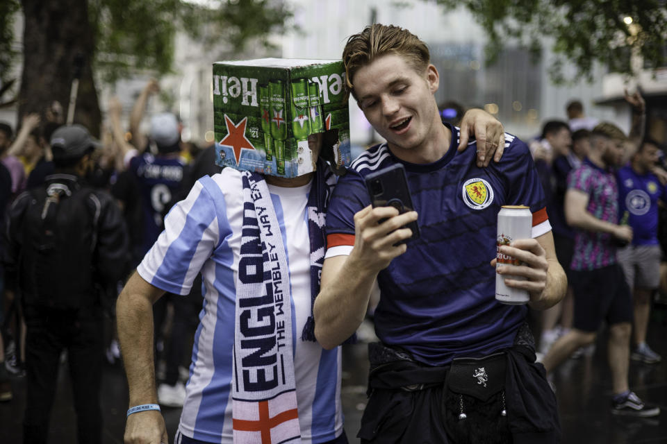 A Scotland supporter speaks with an England supporter before the match. Football fans supporting Scotland arrived in London today prior to the UEFA football match between England and Scotland at Wembley tomorrow. Supporters are seen in various locations in London and most of them are heavily drunk. (Photo by Hesther Ng / SOPA Images/Sipa USA)