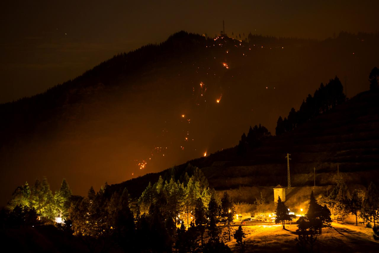 Flames and smoke from a forest fire are seen in the village of Valleseco, in the Canary Island of Gran Canaria, Spain, August 17, 2019. Picture taken on August 17, 2019. REUTERS/Borja Suarez     TPX IMAGES OF THE DAY