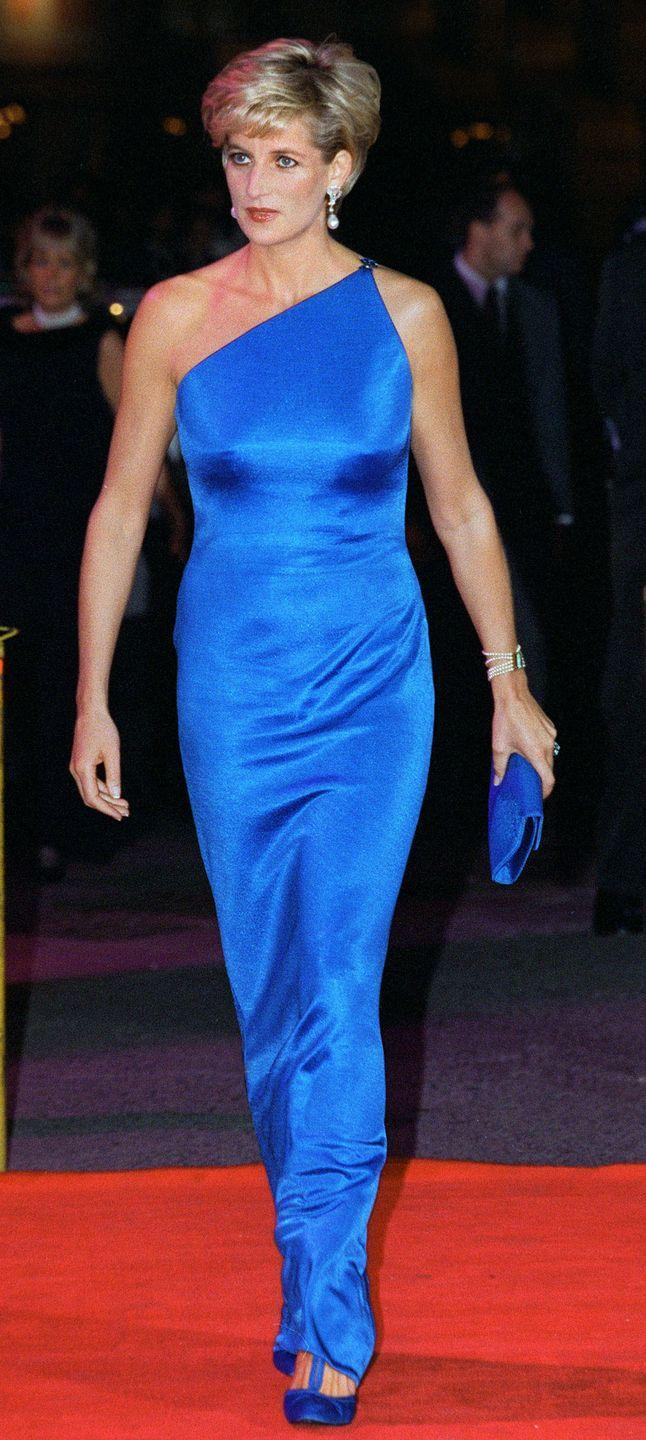 <p>To perfectly accent her cobalt blue dress, Diana made sure to keep her bag and shoes the exact same color for a seamless look.</p>