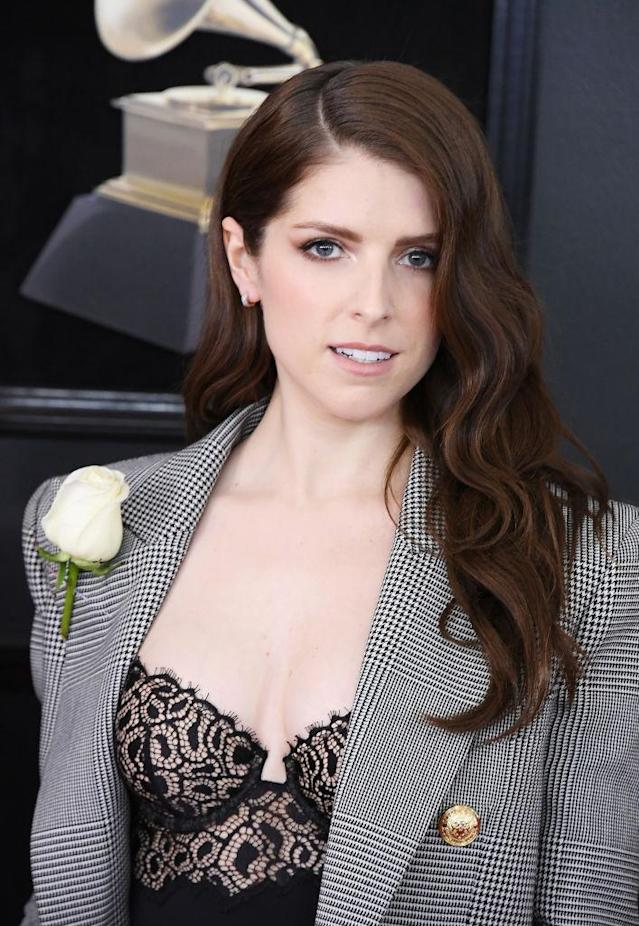 <p>Anna Kendrick chose a black-and-white theme and a white rose for the 60th Annual Grammy Awards in New York on Jan. 28, 2018. (Photo: John Shearer/Getty Images) </p>