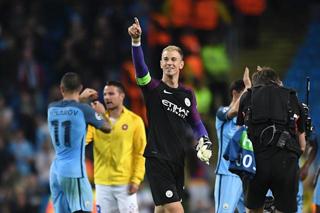 Manchester City's goalkeeper Joe Hart (C) gestures to the crowd after the UEFA Champions League second leg play-off football match between Manchester City and Steaua Bucharest at the Etihad Stadium in Manchester, on August 24, 2016 (AFP Photo/Anthony Devlin)