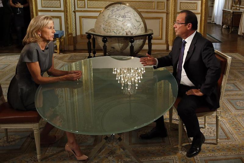 French President Francois Hollande, right, and French journalist Claire Chazal take part in a televised interview on a French TV channel, in Paris, Sunday, Sept. 15, 2013. (AP Photo/Francois Mori, pool)