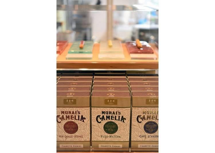 ▲ Reproductions using the design of the tobacco boxes sold by Kichibee Murai. Today they contain the Murai's Camelia brand of cookies that cost 1,200 yen (tax excluded) per box.
