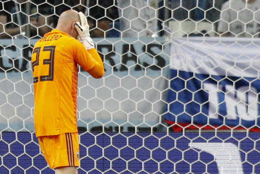 Argentina goalkeeper Wilfredo Caballero looks down after Croatia's Ante Rebic scored his side's opening goal during the group D match between Argentina and Croatia at the 2018 soccer World Cup in Nizhny Novgorod Stadium in Novgorod, Russia, Thursday, June 21, 2018. (AP Photo/Pavel Golovkin)