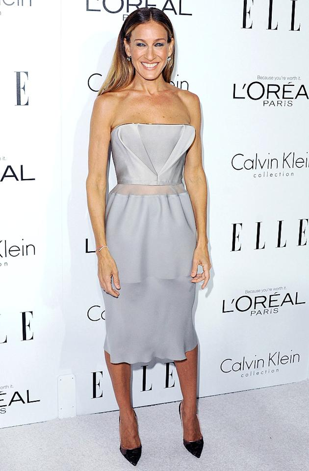 "Following in Jayma's fashion-forward footsteps was former ""Sex and the City"" star, Sarah Jessica Parker, who wore Calvin Klein. What do you make of SJP's dove-gray dress and pointy Manolo Blahnik pumps? Hot or not?<br>(10/15/2012)<br><br><a target=""_blank"" href=""http://omg.yahoo.com/photos/elle-s-women-in-hollywood-slideshow/emma-watson-nina-dobrev-photo-1350416388.html"">Photos: Inside the annual Elle party</a>"