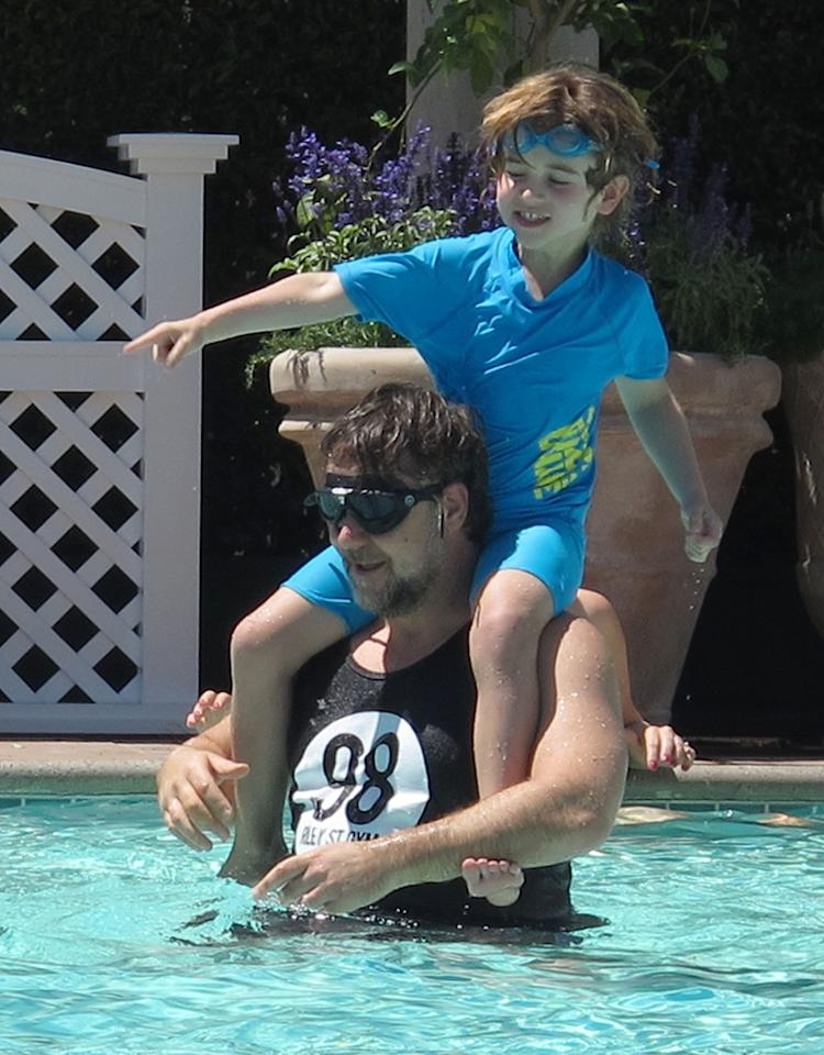 Russell Crowe got into the summer spirit with 6-year-old son Tennyson over the weekend when the guys donned goggles and splashed around in the pool. (6/28/2013)