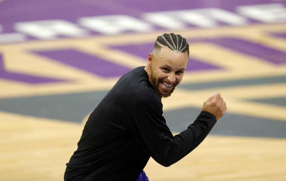 Stephen Curry is back, but without a star-studded supporting cast. (Ezra Shaw/Getty Images)