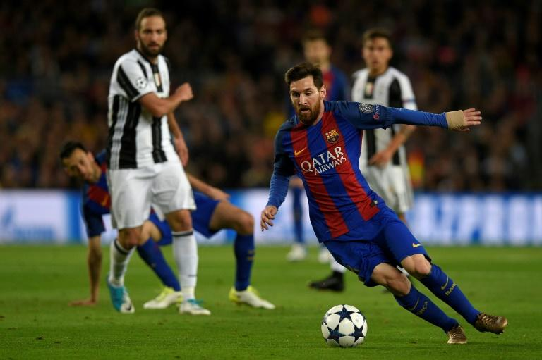 Barcelona's Argentinian forward Lionel Messi controls the ball during the UEFA Champions League quarter-final match against Juventus at the Camp Nou stadium in Barcelona on April 19, 2017