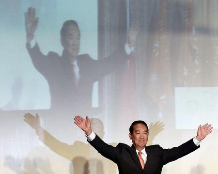 People First Party (PFP) Chairperson James Soong waves to supporters during a news conference in Taipei