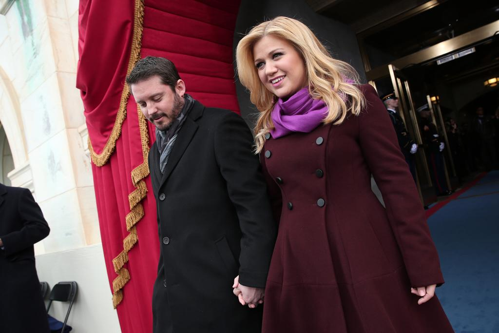 WASHINGTON, DC - JANUARY 21: Singer Kelly Clarkson and Brandon Blackstock arrive at the presidential inauguration on the West Front of the U.S. Capitol January 21, 2013 in Washington, DC.   Barack Obama was re-elected for a second term as President of the United States.  (Photo by Win McNamee/Getty Images)