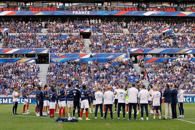 Soccer Football - International Friendly - France vs USA - Groupama Stadium, Lyon, France - June 9, 2018 France players during a minute's applause in tribute to former France player and coach Francis Smerecki before the match REUTERS/Emmanuel Foudrot