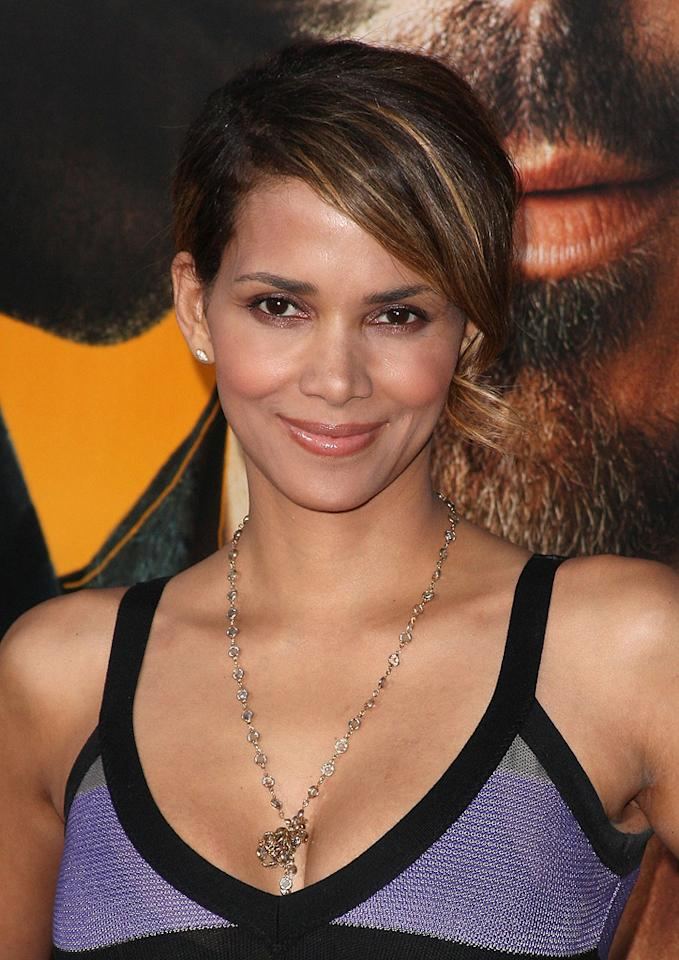 """<a href=""""http://movies.yahoo.com/movie/contributor/1800019906"""">Halle Berry</a> at the Los Angeles premiere of <a href=""""http://movies.yahoo.com/movie/1809986571/info"""">The Soloist</a> - 04/20/2009"""