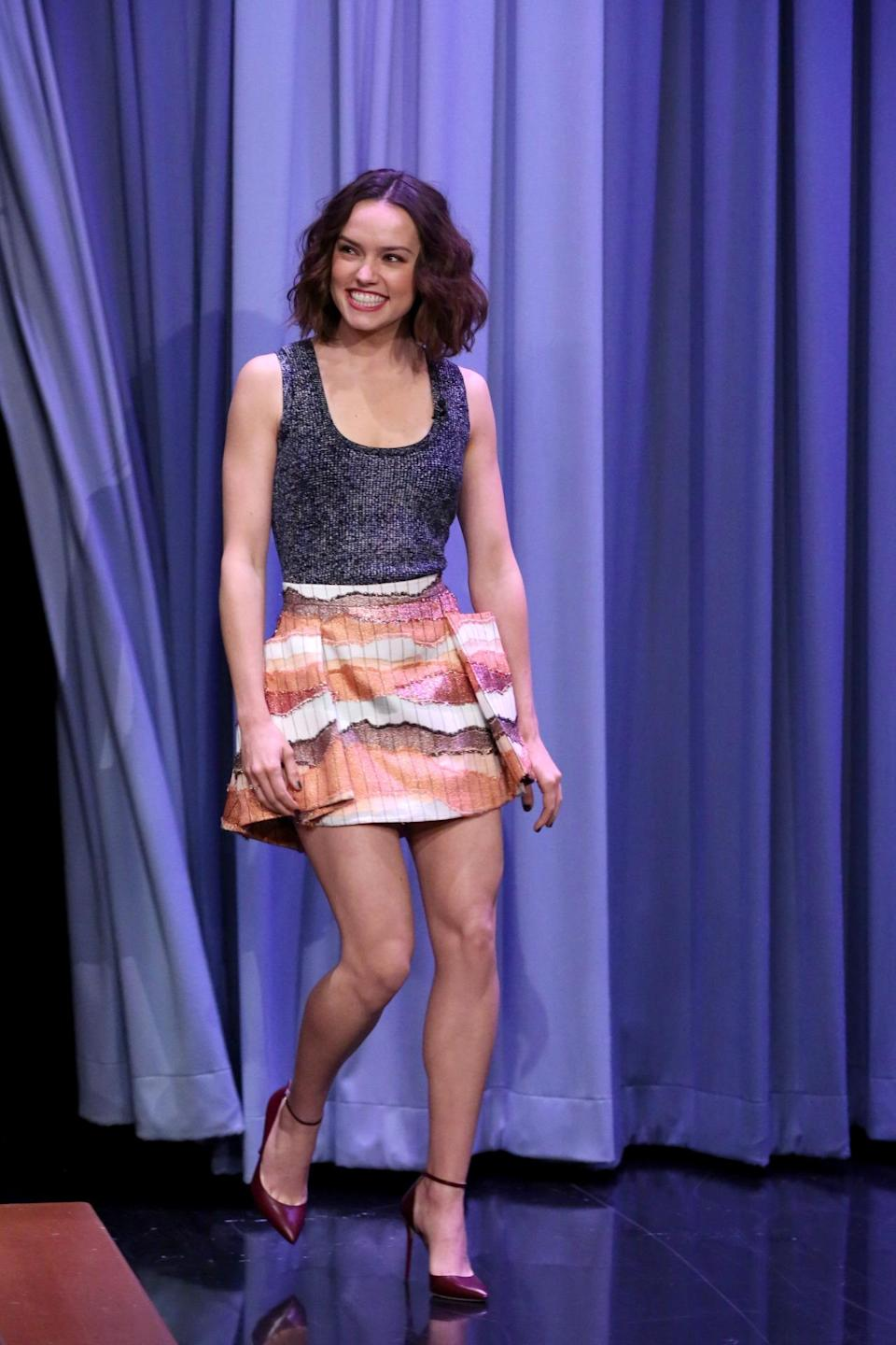 <p>Embracing New York's freakishly warm winter weather, Ridley wore a structured mini skirt with a casual knit on the <i>The Tonight Show Starring Jimmy Fallon.</i></p><p><i>Photo: Getty Images</i></p>