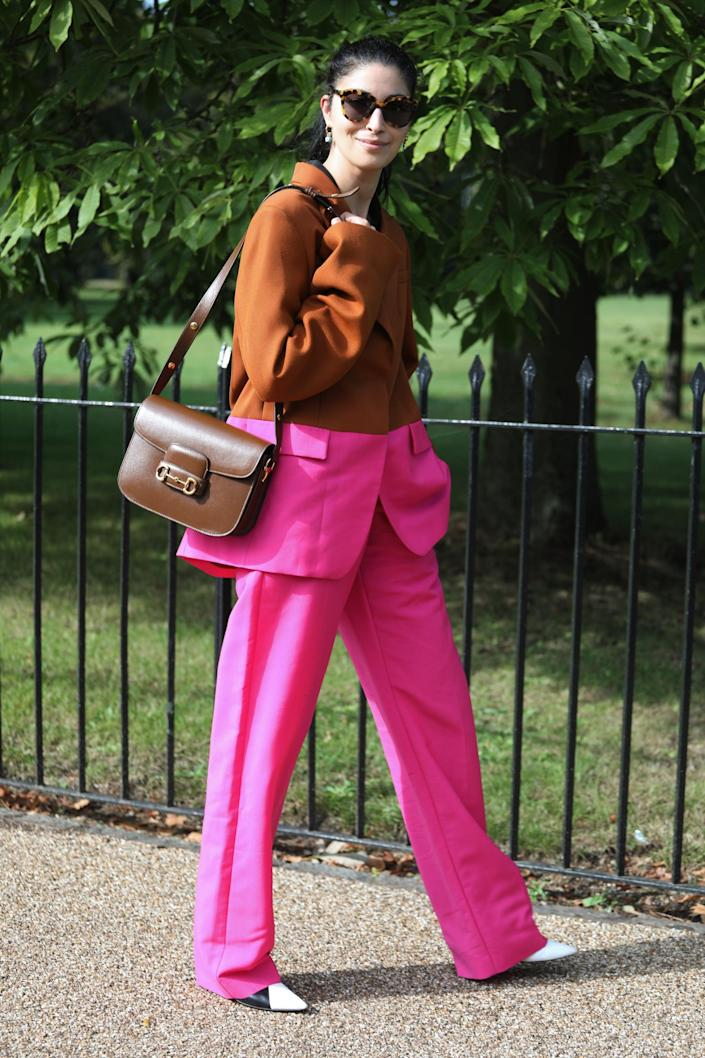 <p>Caroline Issa gave us a whole color story with this two-tone brown and fuchsia look. </p>