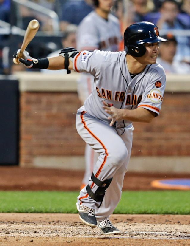 San Francisco Giants' Nori Aoki, of Japan, runs to first base on a single during the fourth inning of a baseball game against the New York Mets on Tuesday, June 9, 2015, in New York. (AP Photo/Frank Franklin II)