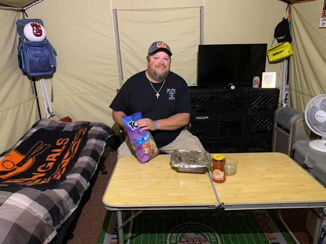 Jeff Lanham has been living on the roof of his sports bar for weeks, and will remain until the Bengals get their first win. (Hog Rock Cafe/Facebook)