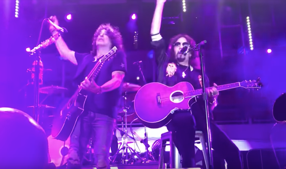 Original guitarist joins band for an acoustic set on the Kiss Kruise.