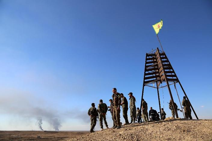 A group of coalition forces, which includes YPG, gather on a hill top in al-Hol in the Syrian Hasakeh province on November 2, 2015 (AFP Photo/Delil Souleiman)