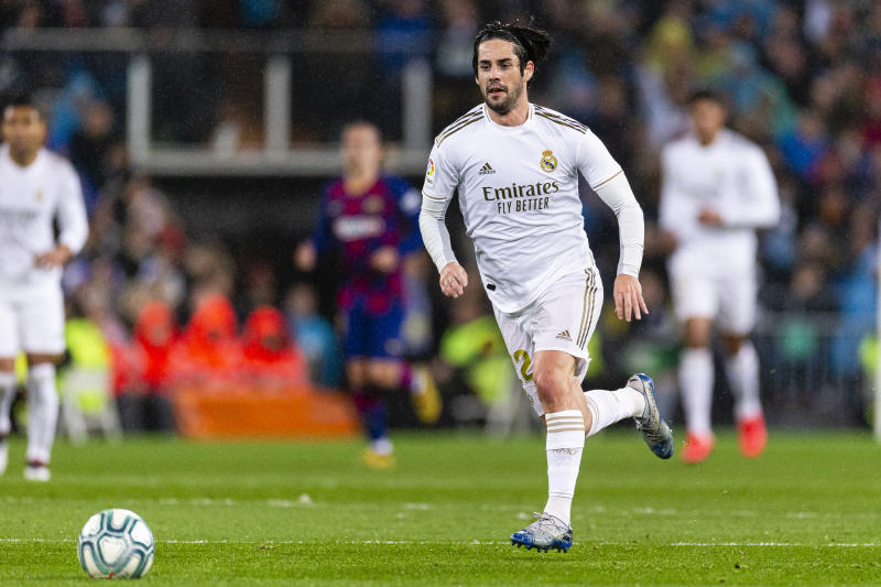 MADRID, SPAIN - MARCH 01: Isco Alarcon of Real Madrid runs with the ball during the Liga match between Real Madrid CF and FC Barcelona at Estadio Santiago Bernabeu on March 1, 2020 in Madrid, Spain. (Photo by Eurasia Sport Images/Getty Images)