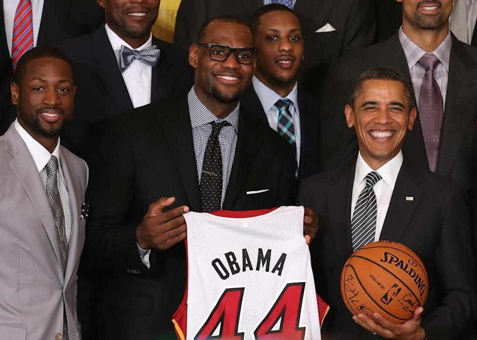 """U.S. President Barack Obama (R) stands with <a class=""""link rapid-noclick-resp"""" href=""""/nba/teams/miami/"""" data-ylk=""""slk:Miami Heat"""">Miami Heat</a> players, including Dwyane Wade (L), LeBron James (2nd-L), Mario Chalmers (2R) during an event to honor the NBA champion Miami Heat in the East Room at the White House on January 28, 2013 in Washington, DC. President Barack Obama congratulated the 2012 NBA champions for claiming their third NBA Championship by beating the Boston Celtics. (Photo by Mark Wilson/Getty Images)"""