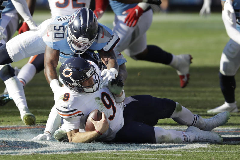 Tennessee Titans reserve player Derick Roberson (50) beat Chicago Bears midfielder Nick Foles (age 9) in the second half of the NFL football match on Sunday, November 8, 2020, in Nashville, Tenn.  (Photo AP / Ben Margot)