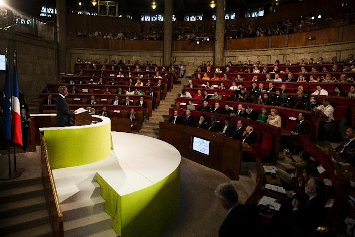 Former UN Secretary General Kofi Annan delivers a speech during the opening of the Paris Summit of Conscience for the Climate, on July 21, 2015 (AFP Photo/Etienne Laurent)