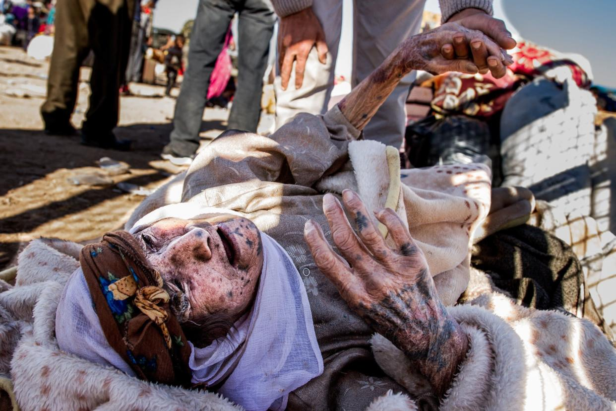 This old woman lost all her power after reaching Turkey coming from Syria, on September 30, 2014.