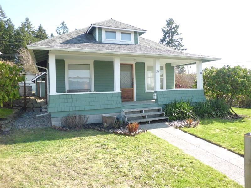 "<p><a href=""http://yhoo.it/WlcEK8"" target=""_blank"">Olympia, WA</a><br /><a href=""http://yhoo.it/ZVEF7N"">704 Puget St NE, Olympia, WA</a><br />For sale: $229,000</p> <p>This updated 1912 bungalow comes with sunset views of the Washington Capitol dome. The interior boasts beautiful hardwood floors and an open floor plan.</p> <strong><a href=""http://yhoo.it/ZVEF7N"" target=""_blank"">Click here to go to the listing</a> with several more photos and details. Or <a href=""http://yhoo.it/WlcEK8"" target=""_blank"">click here to see all Olympia listings</a>.</strong>"
