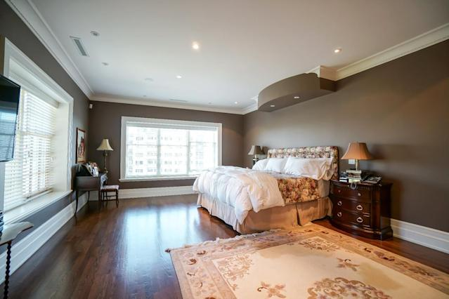 <p>The homes 5+1 bedrooms have a unique setup: two large bedrooms are centrally located, flanking a his-and-hers bathroom, so everyone gets their own space. (Listing via <span>Royal LePage</span>) </p>