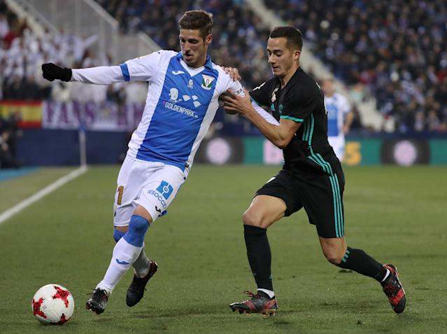 Soccer Football - Spanish King's Cup - Leganes vs Real Madrid - Quarter-Final - First Leg - Butarque Municipal Stadium, Leganes, Spain - January 18, 2018 Real Madrid's Lucas Vazquez in action with Leganes' Ruben Perez REUTERS/Susana Vera