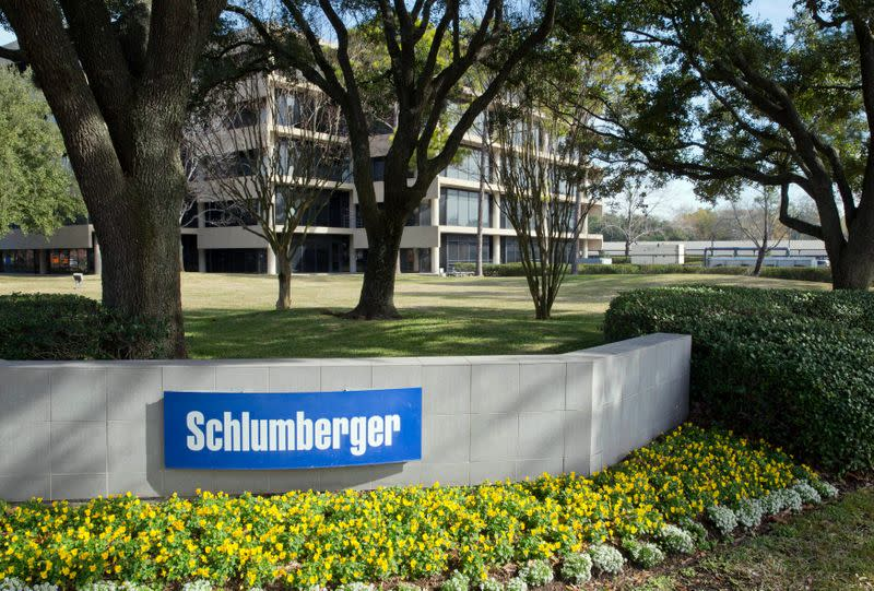 Schlumberger eyes deeper cost cuts as oil rout triggers $3.7 billion charge