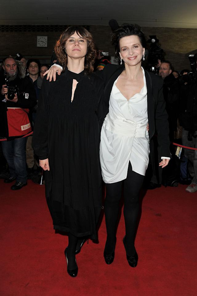 """BERLIN, GERMANY - FEBRUARY 10:  Director Malgoska Szumowska and actress Juliette Binoche attend the """"Elles Premiere during day two of the 62nd Berlin International Film Festival at the Kino International on February 10, 2012 in Berlin, Germany.  (Photo by Pascal Le Segretain/Getty Images)"""
