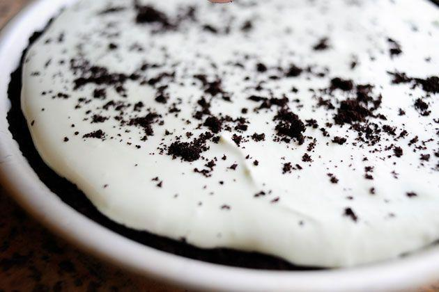 """<p>If you're craving something minty and fresh, this grasshopper pie will do the trick. It's a no-bake pie that's made with Oreo cookie crumbs, jarred marshmallow fluff, and crème de menthe for the filling. </p><p><a href=""""https://www.thepioneerwoman.com/food-cooking/recipes/a12009/grasshopper-pie/"""" rel=""""nofollow noopener"""" target=""""_blank"""" data-ylk=""""slk:Get Ree's recipe."""" class=""""link rapid-noclick-resp""""><strong>Get Ree's recipe. </strong></a></p><p><a class=""""link rapid-noclick-resp"""" href=""""https://go.redirectingat.com?id=74968X1596630&url=https%3A%2F%2Fwww.walmart.com%2Fsearch%2F%3Fquery%3Dmeasuring%2Bspoons&sref=https%3A%2F%2Fwww.thepioneerwoman.com%2Ffood-cooking%2Fmeals-menus%2Fg36558208%2Fsummer-pie-recipes%2F"""" rel=""""nofollow noopener"""" target=""""_blank"""" data-ylk=""""slk:SHOP MEASURING SPOONS"""">SHOP MEASURING SPOONS</a></p>"""