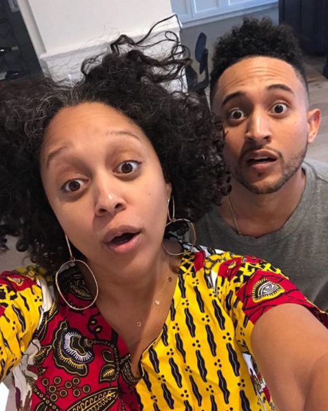 <p>The former <em>Sister, Sister</em> actress poses au naturel with her actor brother. (Photo: Instagram/tiamowry) </p>