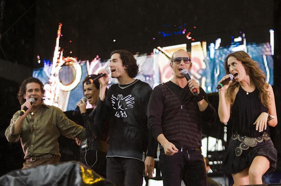 (L-R) Diego Shoening, Alix, Benny Ibarra, Erick Rubin and Sasha of the Mexican band Timbiriche, sing during their performance at a charity ALAS concert at the Zoacalo Square in Mexico City, on May 17, 2008. Shakira's ALAS foundation has gathered 21other singers to perform in two simultaneous concerts on May 17, one in Mexico and another in Argentina, to raise money to help improve the lives of improverished children in Latin America. AFP PHOTO/Ronaldo SCHEMIDT (Photo credit should read Ronaldo Schemidt/AFP via Getty Images)