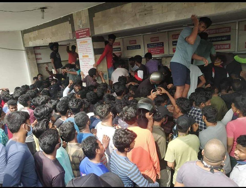 <p>Crowd waiting to buy 'Master' tickets</p>