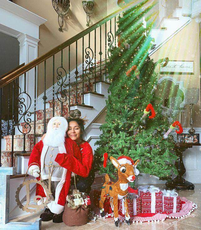"<p>The <em>Jersey Shore</em> alum explained why she's a believer in early Christmas decorating <a href=""https://www.instagram.com/p/CHF07dxl7UM/"" rel=""nofollow noopener"" target=""_blank"" data-ylk=""slk:on her Instagram Story."" class=""link rapid-noclick-resp"">on her Instagram Story.</a></p> <p>""Why do I decorate Nov 1st for Christmas every year?"" she wrote, before listing out the answers.</p> <p>""The kids love preparing for Santa an extra month. We are all happier people sitting around the tree and watching Christmas movies. The pandemic is depressing, Christmas is my savior. My kids realize once the decorations go up, we clean out the playroom and donate most of their toys for kids in need during the holidays. I'm in love with Santa. Christmas goes too fast for just one month. Spread the joy."" </p> <p>She ended the post with a PSA: ""Stop being Scrooges and let us early Christmas people live."" </p>"