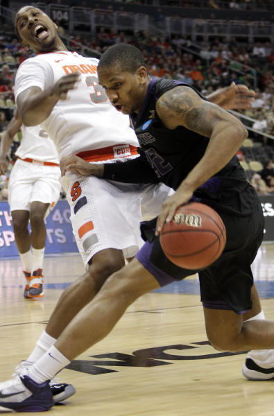 Syracuse's Kris Joseph, left, and Kansas State's Rodney McGruder collide during the first half of an NCAA tournament third-round college basketball game in Pittsburgh, Saturday, March 17, 2012. ( AP Photo/Gene J. Puskar)