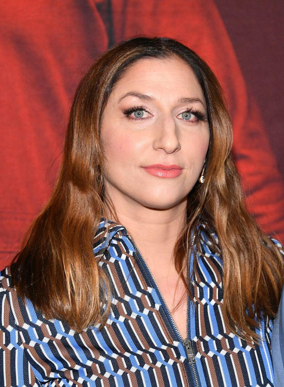 """<p>We aren't joking when we tell you that funny lady Chelsea Peretti doesn't eat frosting. The <em>Brooklyn Nine-Nine </em>star took to <a href=""""https://www.instagram.com/p/Bnu9BAxBW9n/?utm_source=ig_embed"""" rel=""""nofollow noopener"""" target=""""_blank"""" data-ylk=""""slk:Instagram"""" class=""""link rapid-noclick-resp"""">Instagram</a> to show all of us how she eats a cake—sans frosting. But why?!</p>"""